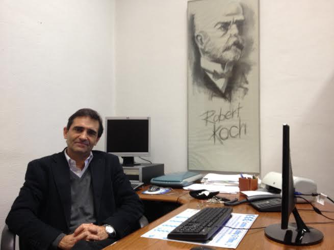 Em entrevista à FRONTAL, o Professor Paulo Paixão tentou simplificar alguns dos conceitos relacionados com o Ébola. (Fotografia: André Pinho)